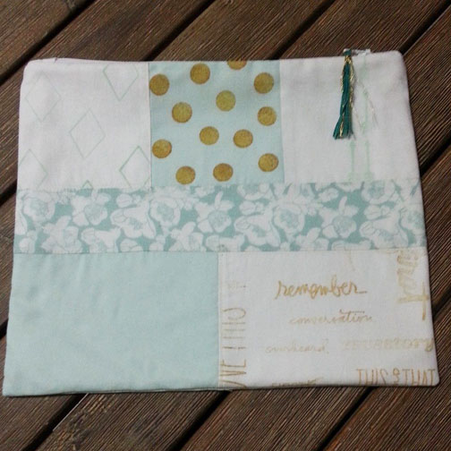 Zippered pouch mint